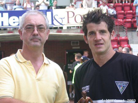 (c) www.DAFC.net Photographs can be requested from photos@dafc.net  Stevie accepts the award from our very own Brian Duncan - The editor of the site.)  (DAFC.netplayeroftheyearawards2003.003.jpg)